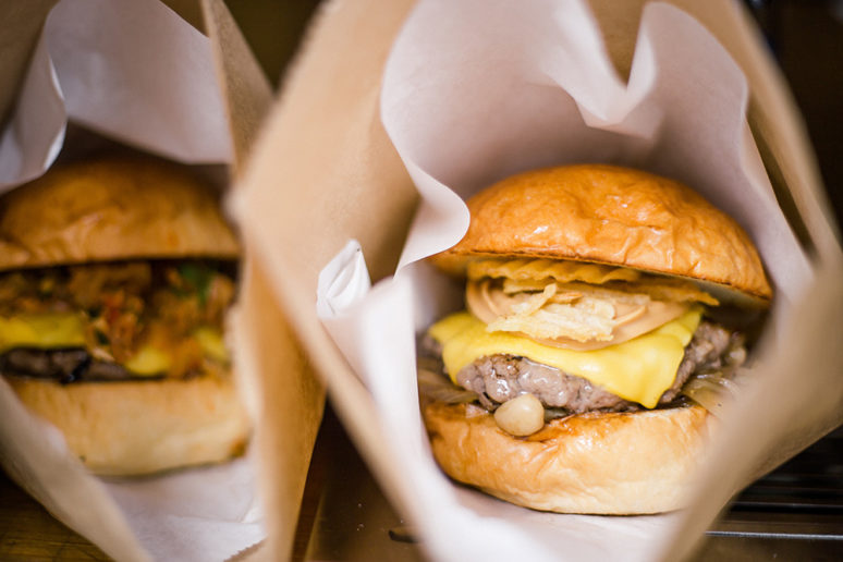 塗上漩渦狀花生醬和洋芋片的漢堡是別處吃不到的口味。(圖片授權/小日子享生活誌)
