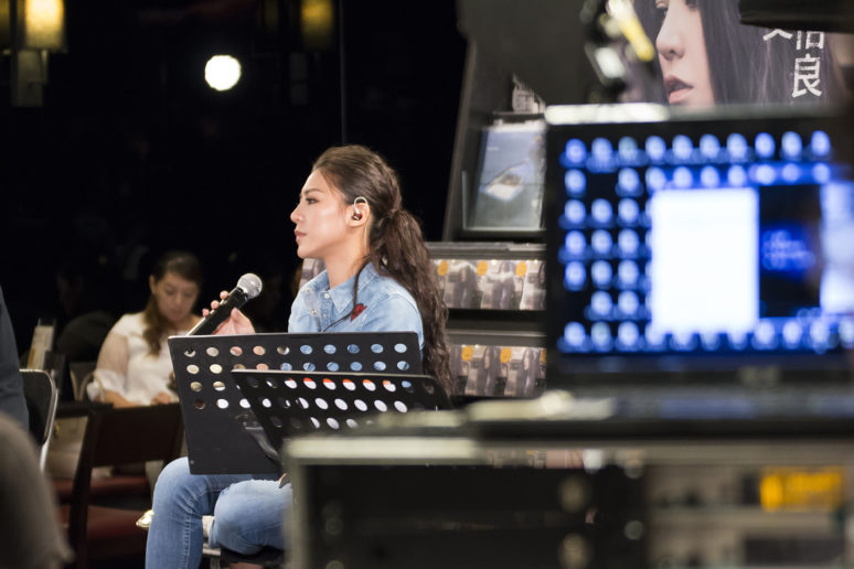 演唱時的艾怡良總是非常投入,沉浸在自己的小宇宙。(照片提供=Sony Music 圖片授權/小日子享生活誌)