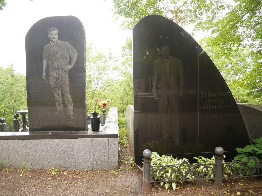 【裴凡強的人我生活】藝術塑像、雷射雕刻,和滿滿的觀光人潮──戰鬥民族的墓仔埔