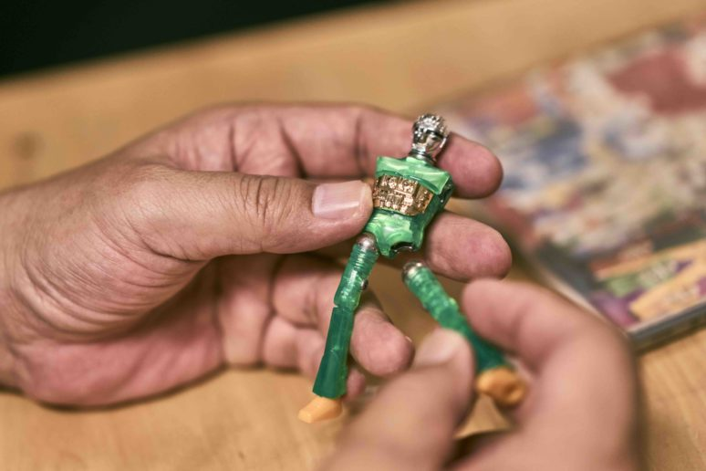微星小超人玩具如同漫畫中的尺寸,能夠放在手掌中把玩,符合漫畫愛好者的想像。(圖片授權/小日子享生活誌)