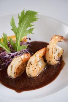 法國波爾多紅酒和自種楊梅熬醬,增添無毒深海甜蝦風味。