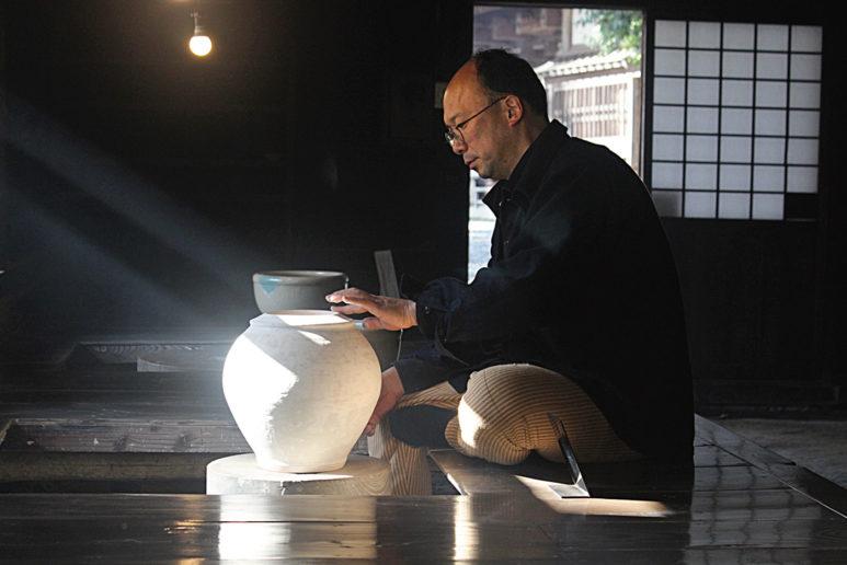 日本人間國寶濱田庄司之孫濱田友緒,延續祖父的陶藝志業。